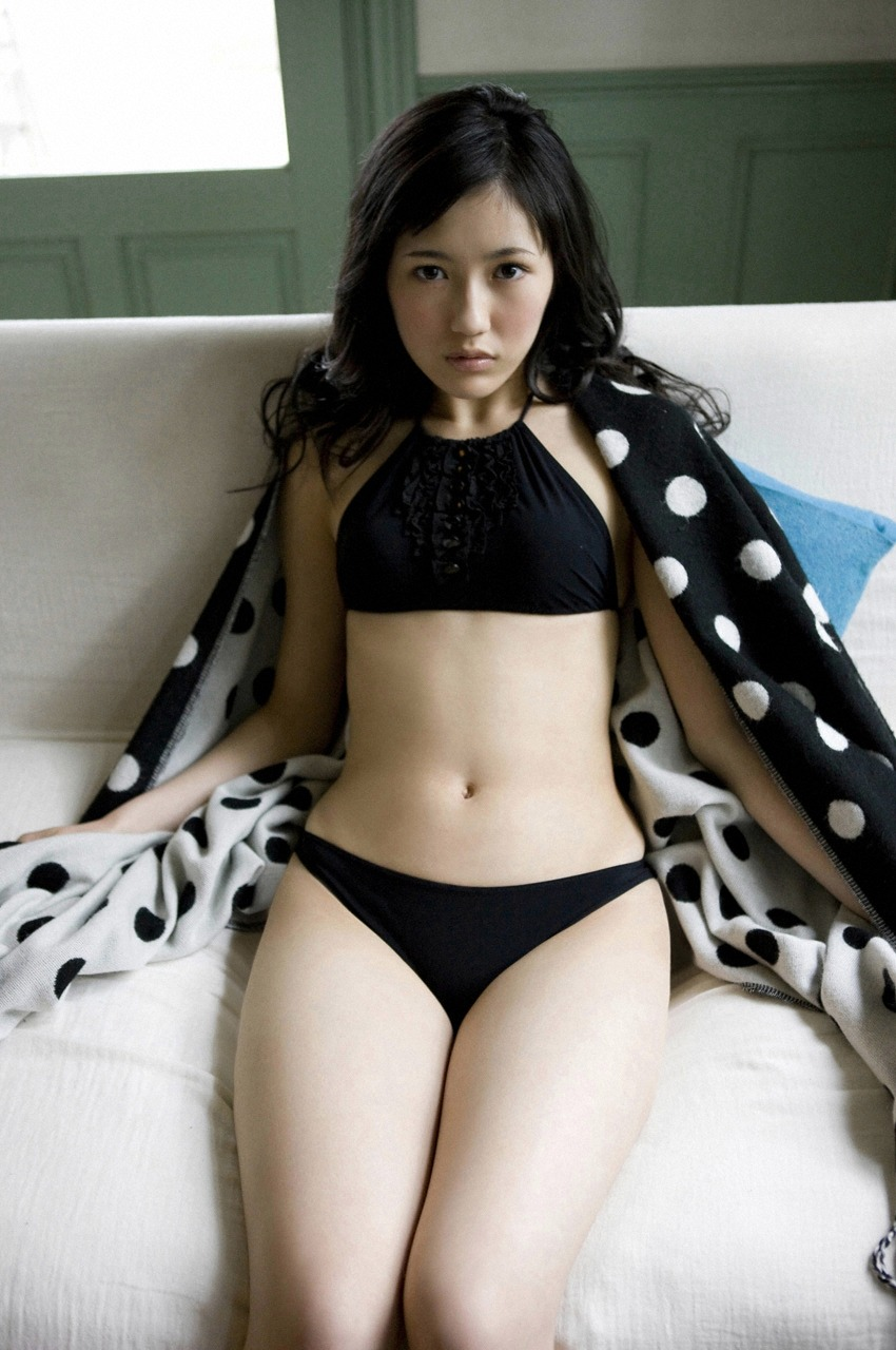 Mayu Watanabe's body shape from waist to thighs is too sexy