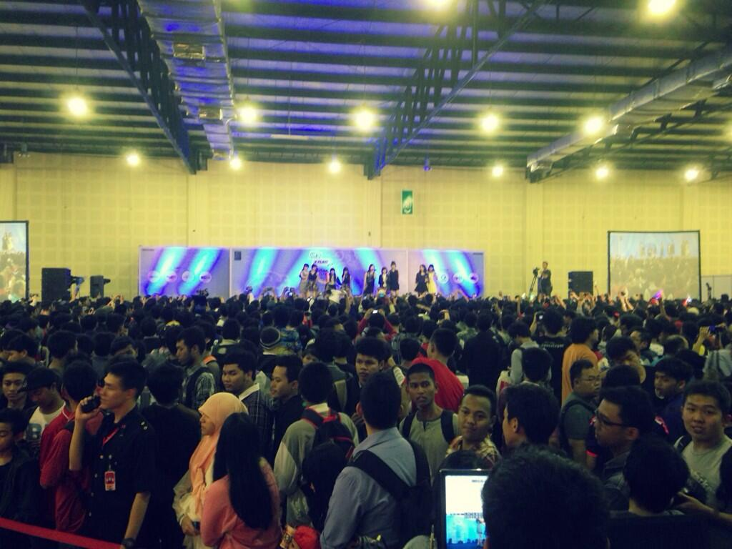 JKT48 Manatsu Sounds Good Handshake Event - Line