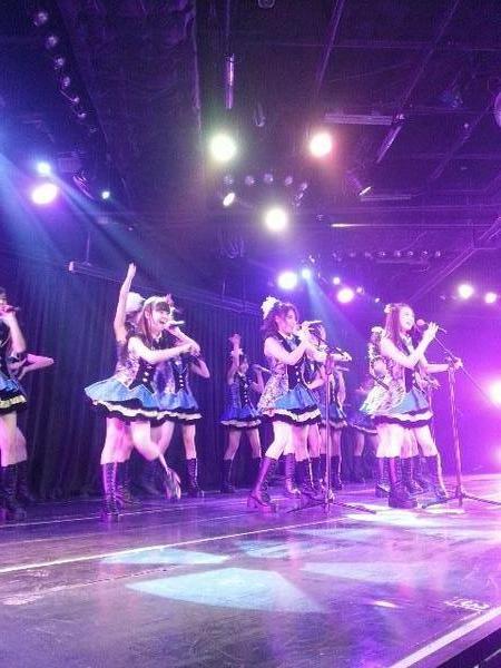 JKT48 Senbatsu Members performing Flying Get