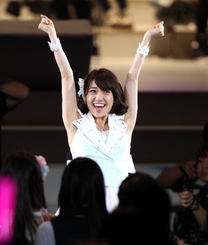 AKB48 Oshima Yuko placing 1st on the 4th Senbatsu Sousenkyo