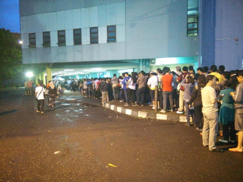 Queuing at JKT48 3rd Anniversary Concert